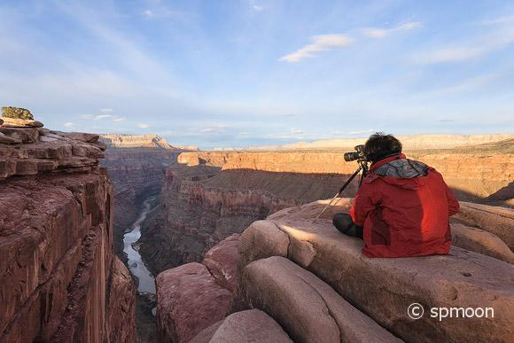 Photographer at Toroweap point, Grand Canyon National Park, AZ