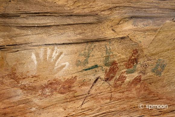 Handprint pictograph at Monarch Cave Ruin in Butler Wash, Comb Ridge, Utah